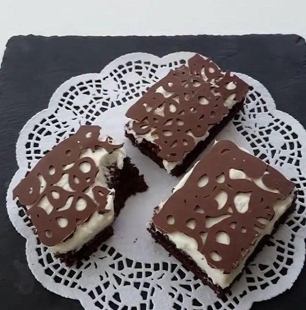 Çok lezzetli ve çok farklı bir pasta çikolatalı dantel pasta yapımı çok basit sizde yapmak isterseniz videoya bakarak kolaylıkla yapabilirsiniz...