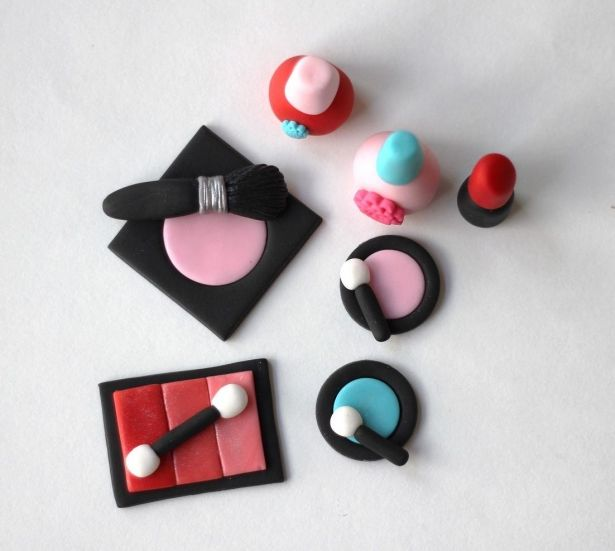 Fondant make-up toppers. Makeup party. Slumber Party Fondant Cake Topper Set. Sleepover Fondant Cake Topper. Glamour fondant toppers. by Les Pop Sweets on Gourmly