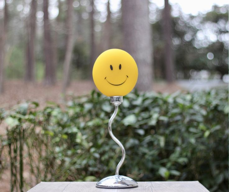 Vintage Happy Face Table Lamp / Yellow Smiley Face Lamp / Hippie Lamp / Smiley Face Table Lamp / Happy Face Decor / Groovy Lamp by theretrobeehive on Etsy https://www.etsy.com/listing/513985285/vintage-happy-face-table-lamp-yellow