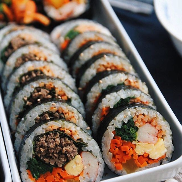 I could have this Korean rice roll #gimbap everyday. nice picture shared by @hsi26  #️⃣Tag @fotd.hk to get featured