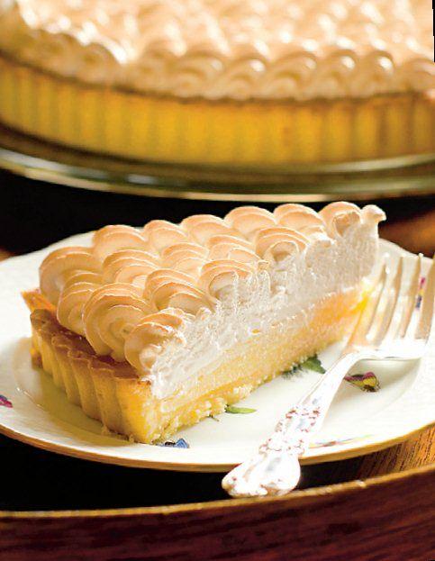 Azi avem un desert numai bun de o masă boierească! Rețeta de tartă cu lămâie și bezea este o rețetă apreciată de toți amatorii de dulciuri.