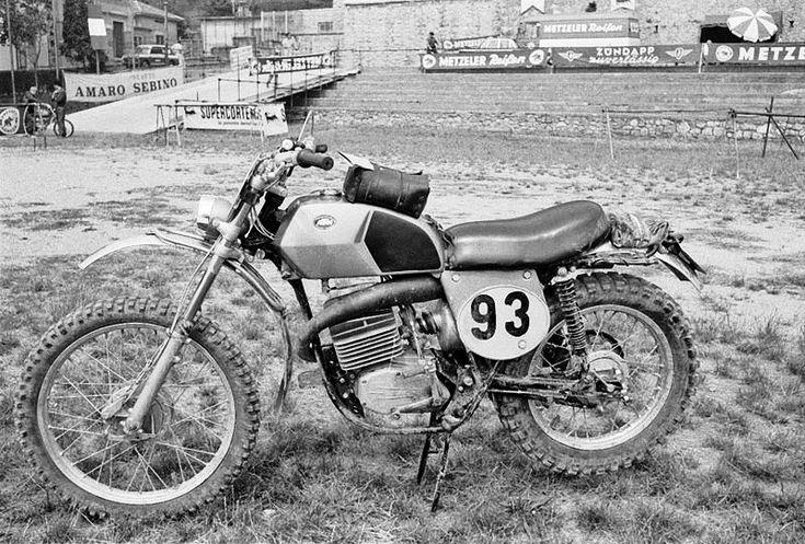 Moto miti: KTM GS 125 1971Il prototipo della GS 125 fotografato alle Valli Bergamasche del 1970. La moto era guidata da Arnaldo Farioli.