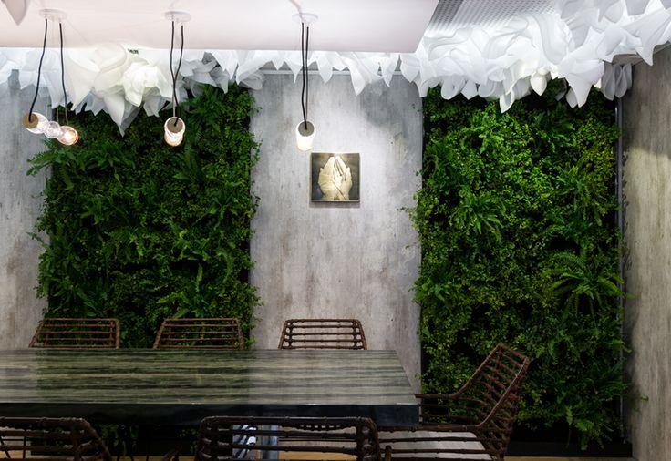 Comedor diseñado por Paola Rossi con Revestimiento Concreto en los muros. Ambiente CasaFoa Chile 2016.