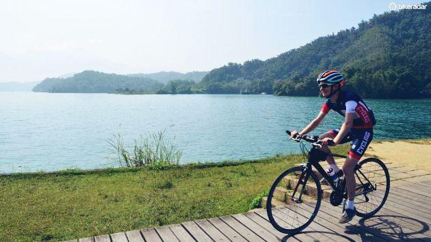 Ride Bike Near Lake To Enjoy The Best Views Lake Nice View Riding