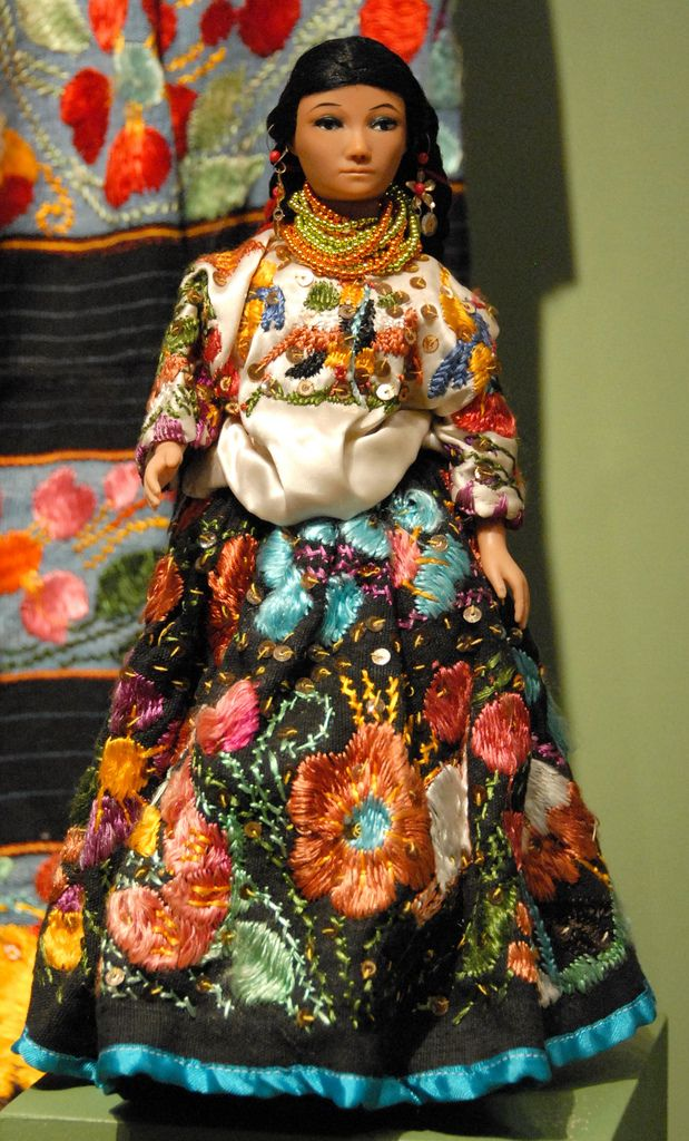This is another doll from the Zuno de Echeverria collection (MAP exhibition, Mexico City). The doll is wearing the huipil and full skirt typical of Acatlan, Guerrero
