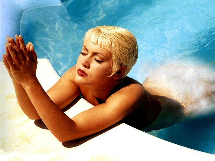 Alyssa Milano Blonde 64