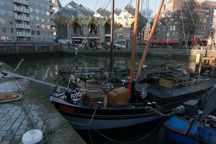 Wat een mooi stukje Rotterdam is dit toch! #fb #photography #travelphotography #traveller #canon #canonnederland #canon_photos #fotoreis #travelblog #reizen #reisjournalist #travelwriter #willemlaros.nl #reisfotografie #landschapsfotografie #follow #instalaros #rotterdam #straatfotografie