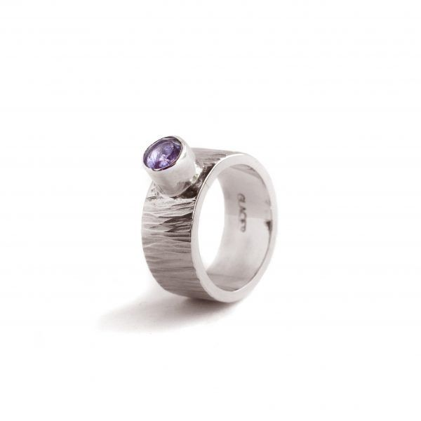 glacier-jewellery-amethyst-textured-hammered-band