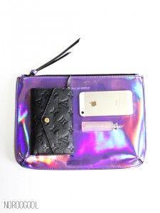 Summer-Purple : 홀로그램 퍼플! 보랏빛의 홀로그램 클러치는 잘 보지 못한 제품이지요 :) 빛을 받으면 연보랏빛이 아주 밝게 퍼지는 발랄한 클러치에요! 여러가지 룩에 포인트를 줄 기특한 아이템입니다. :)