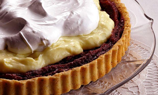 Torta de doce de banana com creme de baunilha e merengue - MdeMulher - Editora Abril