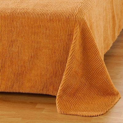 Le dessus de lit en chenille. Le mien était rouge.