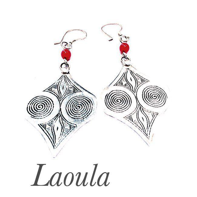 Boucles d'oreilles ethniques en argent spirale de vie et agate rouge