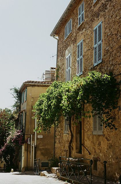 Saint Tropez is only 30 km from the Camp du Domaine and it's so nice in spring.