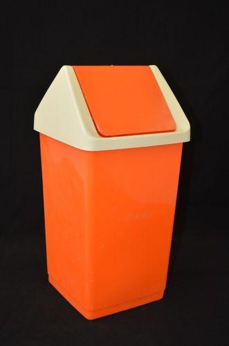 Curver prullenbak 70's  Mooie 70's prullenbak in goede staat met lichte sporen van normaal gebruik. Hoogte 35 cm. zie: http://www.retro-en-design.nl/a-40722172/vintage/vintage-prullenbak-van-curver/