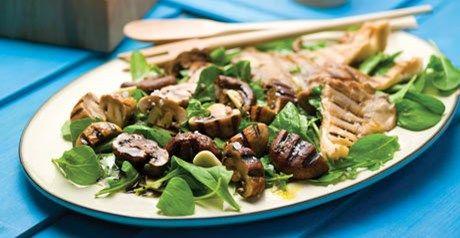 Cogumelos grelhados com alho e vinagreta de orégãos verdes