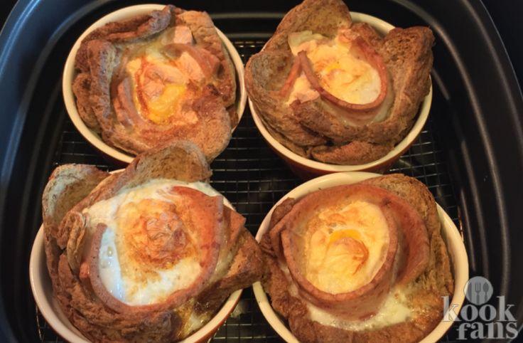 Heerlijke broodjes uit de Airfryer! Meestal stoppen we onze broodjes in een broodrooster of een tosti-ijzer, maar heb je er wel eens aan gedacht om lekkere broodjes in een Airfryer te maken? Deze heerlijke getoaste broodjes met ham, kaas en eieren maak je in een handomdraai in de Airfryer! Dit h