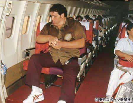 viralthings:  Andre The Giant on a plane.