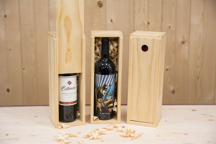 """Making a wine box with the Incra I-Box Jig How to make a wine box with the Incra I-Box jig. These wine boxes uses box joints (finger joints) for joinery and a lid that slides off in a groove cut in the sides. The Incra I-Box jig makes this joint a quick and easy process. … Continue reading """"How To Make a Wine Box with Finger Joints"""""""