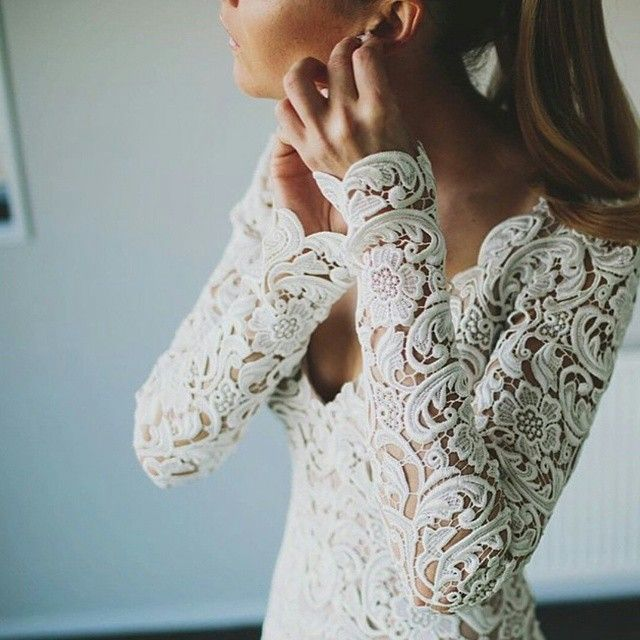 Swooning over this gorgeous lace work. Definitely a stunning treatment for a longsleeve bridal gown. Wear it with a sleek ponytail. Gorgeous! Love it as much as we do?  Dress by @janehillbridal Photo via  @modernweddingmagazine