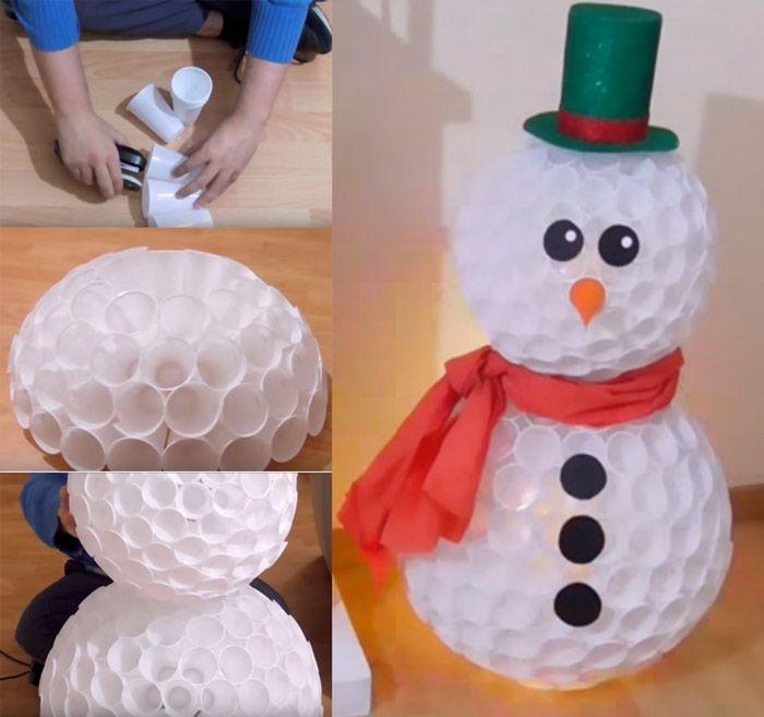 Boneco de neve feito de copinhos descartaveis