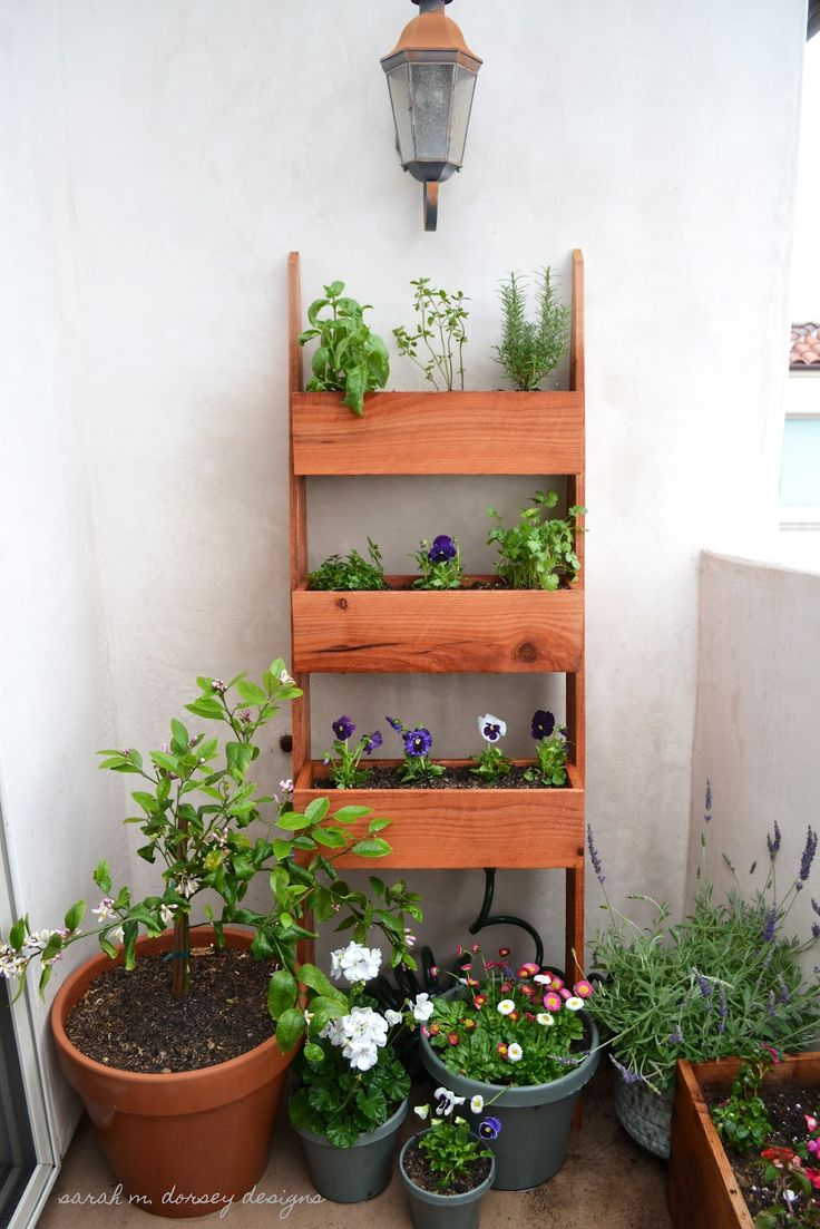 A Vertical Planter Made In A Leaning Ladder Style Is A 400 x 300