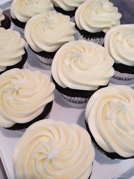 Gluten and dairy free frosting on cupcakes made from Bob's Red Mill Gluten free cake mix. #GF #glutenfree