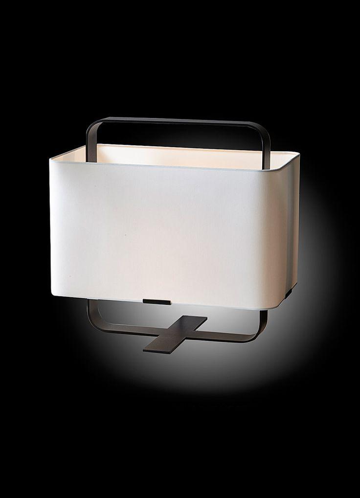 Verlichting op maat bij Adje Verhoeven. Layer! #adje #layer #verlichting #modern #benedetti #interieur #design Verkrijgbaar bij Benedetti interieur te Hulshout www.benedetti.be