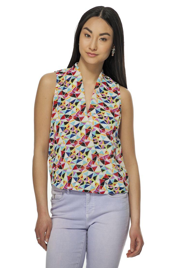 Osez les couleurs vives avec ce haut imprimé au devant croisé! / Dare to wear bright colors with this printed wrap top!  https://www.tristanstyle.com/en/femmes/nouveautes/haut-imprime-au-devant-croise/6/fv010c1075z/