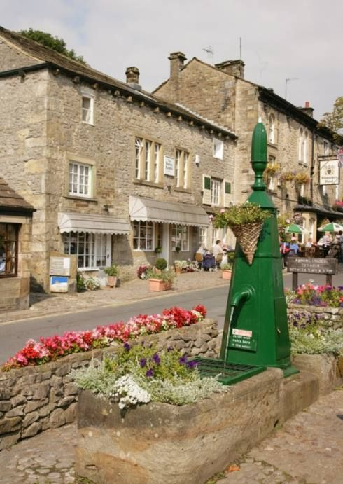 Grassington, N. Yorkshire. - Book Local Traders --> https://SnipTask.com