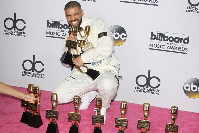 Billboard Music Awards 2017: Drake, the Story Behind the Winner. https://scottamyx.com/2017/05/30/billboard-music-awards-2017-drake-the-story-behind-the-winner/ #music #award #Drake #success #StriveBook