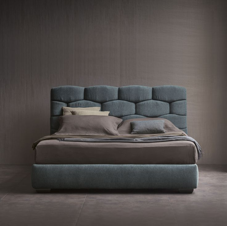Majal bed - Design Carlo Colombo  Collezione Flou 2015 -http://www.flou.it/it/collections/novelties2015 -Flou Collection 2015 - A majestic double-size bed that concentrates and exalts the textile soul of Flou. Textiles predominate in the geometric shapes of the large soft headboard, that can be easily imaginable as a modern boiserie.  #bed #letto #letti #carlocolombo #flou