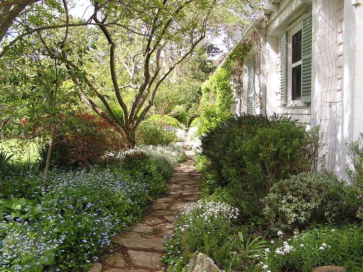 Garden path at Markdale - Edna Walling garden design