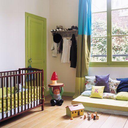 Une chambre de bébé vert olive - Marie Claire Maison