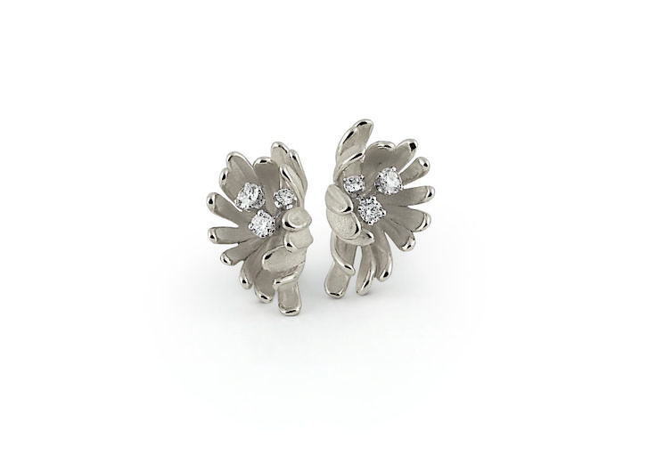Begonia Collection white and beige Gold flower earring with diamonds inspired nature // pendientes flor de oro blanco y beige con diamantes inspirado en la naturaleza www.art-jeweller.com