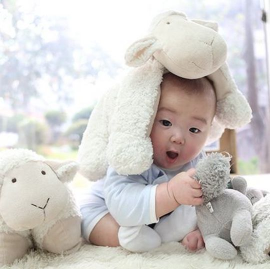 Song Il Gook Sends Lunar New Year Greeting with Adorable Pictures of Triplets: Minguk