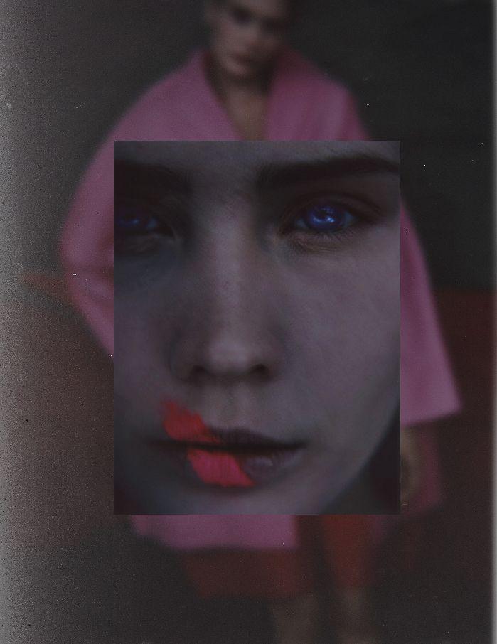 sarah moon Handmatige 3D foto's De eenvoudigste manier om de twee benodigde beelden voor 3D fotografie te krijgen is simpelweg twee foto's maken van je onderwerp waarbij je de camera tussen de twee beelden ongeveer 6,5 centimeter verplaatst. Die 6,5 centimeter is de afstand die -gemiddeld gezien- tussen je pupillen zit. Door vervolgens ervoor te zorgen dat je de twee beelden elk met het andere oog bekijkt voegen je hersenen dit samen