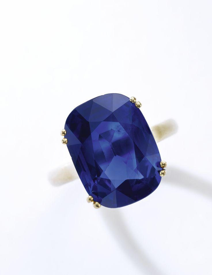 A 12.54 carats cushion-shaped Kashmir sapphire ring. 979,000 — 1,470,000 CHF 976,807 - 1,466,707USD