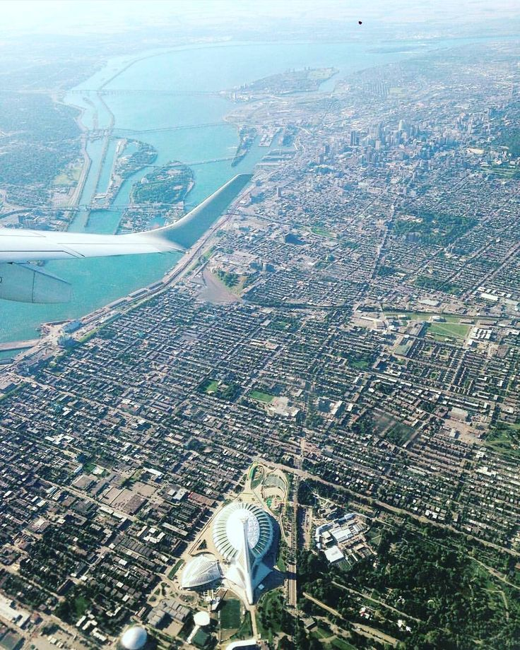 Montreal from above! ⛅ Picture by @mpcloutier18. #mtlblog #mtlblognews #montreal #montréal #mtl #quebec #québec #qc #canada #mtlmoments #downtownmontreal #oldmontreal #oldportmtl