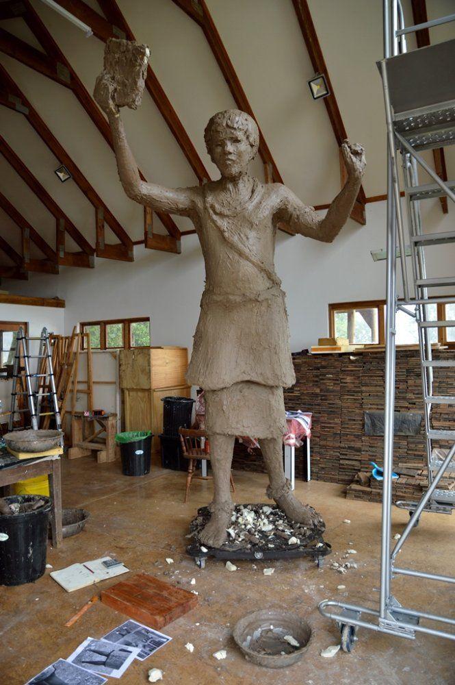 Gigantic 3m bronze of Swazi King. More to do! www.sarahrichards.co.za | Sarah Richards | LinkedIn
