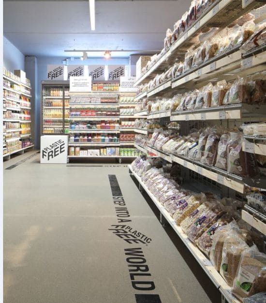 A supermarket in Amsterdam has an aisle with more than 700 grocery items — and no plastic
