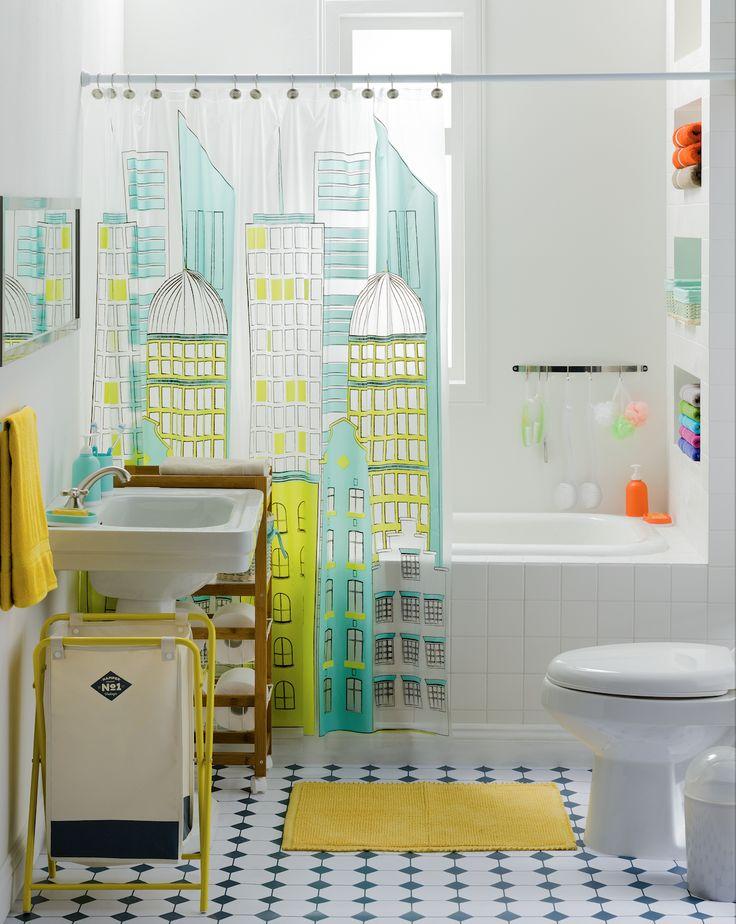 Nuestra cortina PVC Estampada es ideal para esos baños juveniles que buscan llenarse de color.