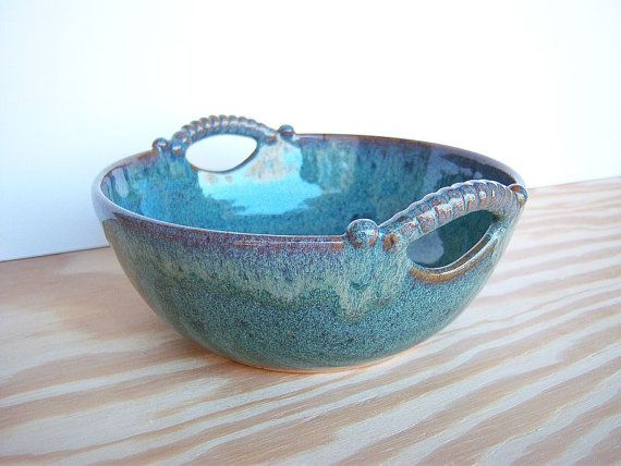 I love pottery pieces, in this one I love the glaze, handle details