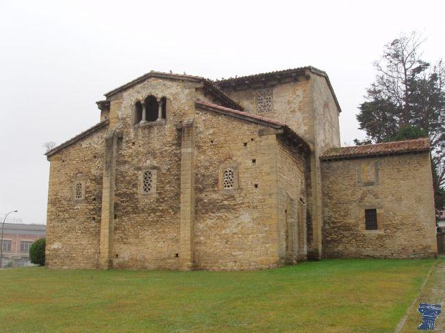 La iglesia de San Julián de los Prados también conocida como Santullano fue construida en Oviedo entre los años 812 y el 842 por orden del rey Alfonso II el Casto. San Julián de los Prados o Santullano