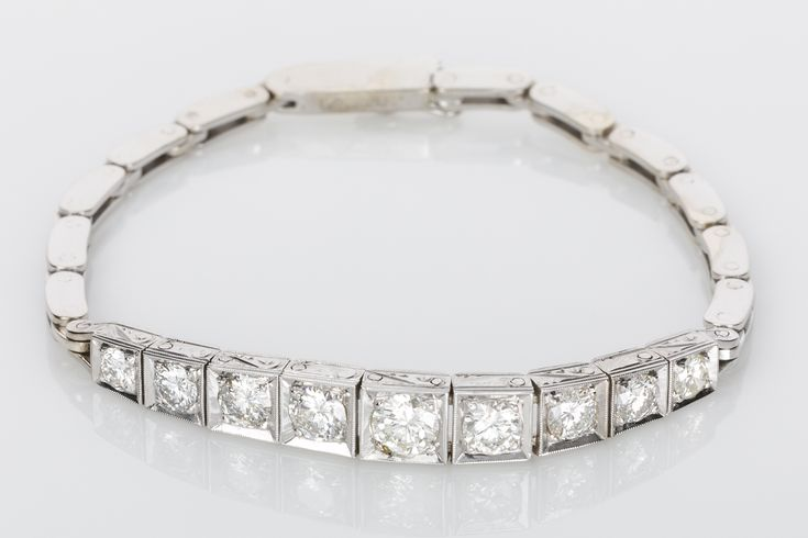 Vintage Style diamond bracelet. This Art Deco style bracelet will never date, wear it on its own or stack it with other bracelets. 2.20cts of white diamonds set in white gold. Elegant.  Available on www.1stdibs.com/dealers/the-jewellery-trading-company/