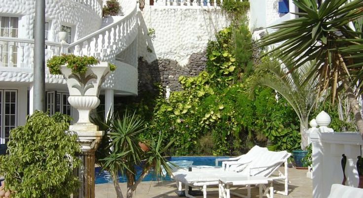 Casablanca Apartamentos Morro del Jable The adults-only Casablanca Apartamentos are situated in a residential area just outside the centre of Morro Jable in Fuerteventura. Their hillside location enables impressive views over the Atlantic Ocean and village below.