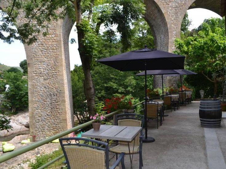 Terrasse pont - Chambre d'hôtes Maison Sous le Pont à MEYRAS: location Chambre d'hôtes - Gîtes de France Ardèche