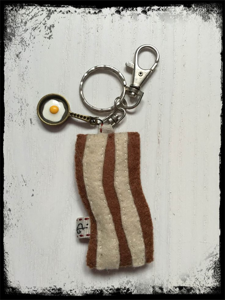 filcowy breloczek w kształcie plasterka bekonu / felt bacon keychain