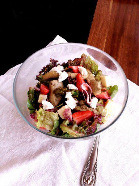Boldogság-saláta eperrel és kacsamájjal - Salad with duck liver, strawberry and salsa limo