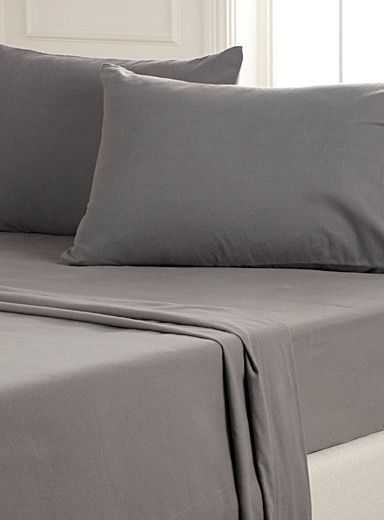 Solid-colour flannel sheet set Fits mattresses up to 16 in. | Simons