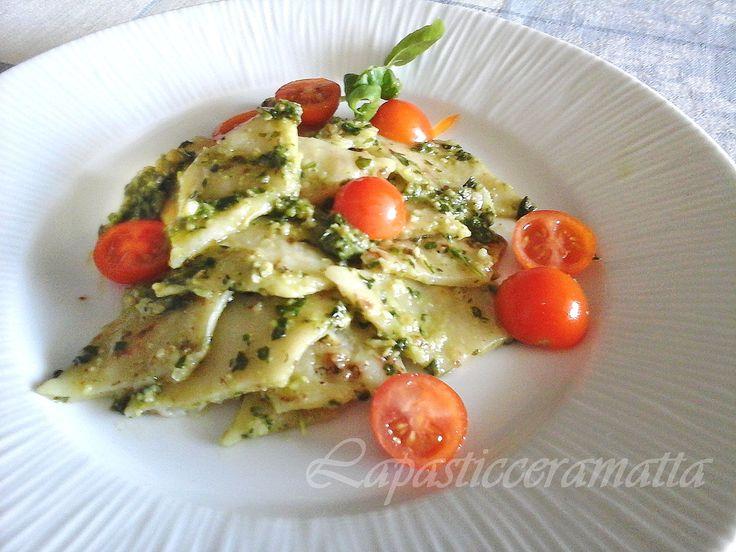 Testaroli della Lunigiana al pesto di noci e pomodorini. #ricetta di @https://it.pinterest.com/27febo11/